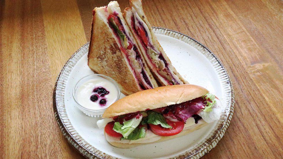 カシスソースのサンドイッチ